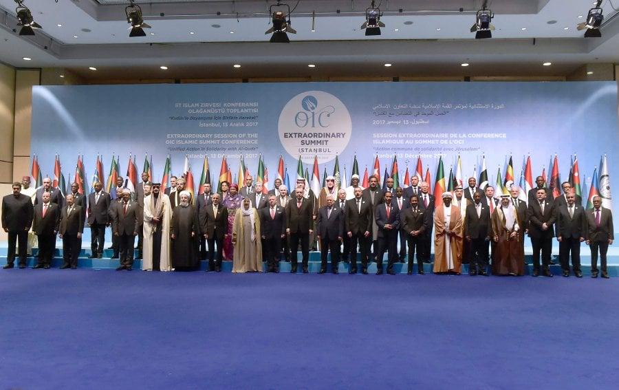 ترکی کے شہر استنبول میں منعقد ہونے والا اسلامی تعاون تنظیم کا سربراہ اجلاس—تصویر اے ایف پی