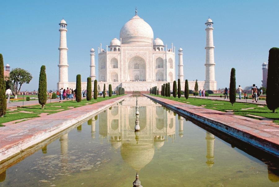 Political war erupts in India over iconic Taj Mahal