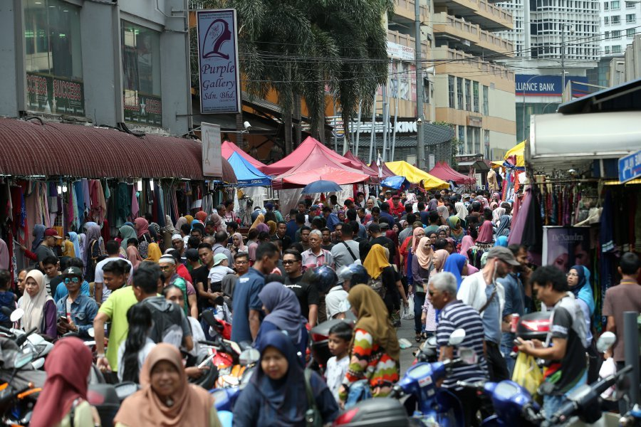 Last minute shopping at Jalan TAR | New Straits Times | Malaysia ...