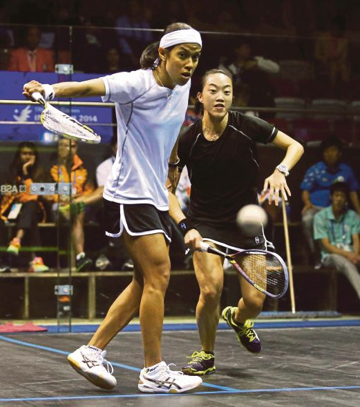 Nicol David (left) and Low Wee Wern will meet for the 13th time as Nicol remains unbeaten.
