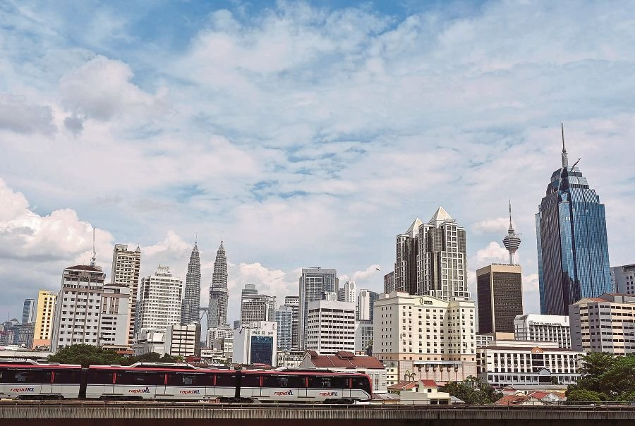 The Malaysian economy expanded 5.9 per cent in 2017, with private sector demand being the primary driver of growth; while the outlook for 2018 remains favourable, supported by domestic demand, Bank Negara Malaysia (BNM) said today. (File pix)