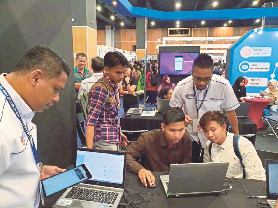 School leavers learning how to navigate the UPUOnline portal at the Jom Masuk IPT 2020 carnival organised by Higher Education Ministry recently. - Pic courtesy of UPU
