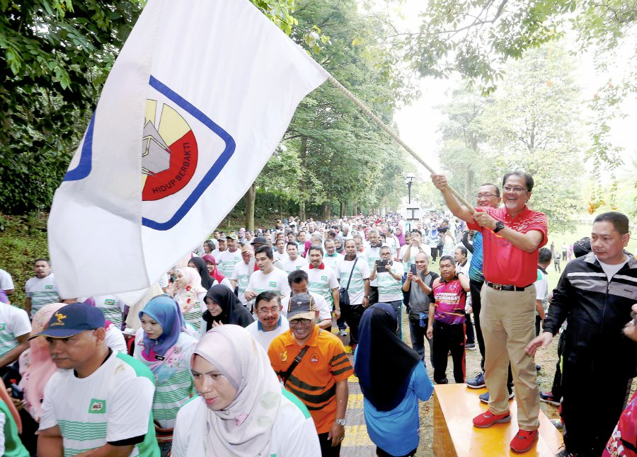 Malaysian education blueprint to be continued new straits times education secretary general datuk seri alias ahmad flagging off the three km mesra run held in conjunction with the national level teachers day celebration malvernweather Gallery