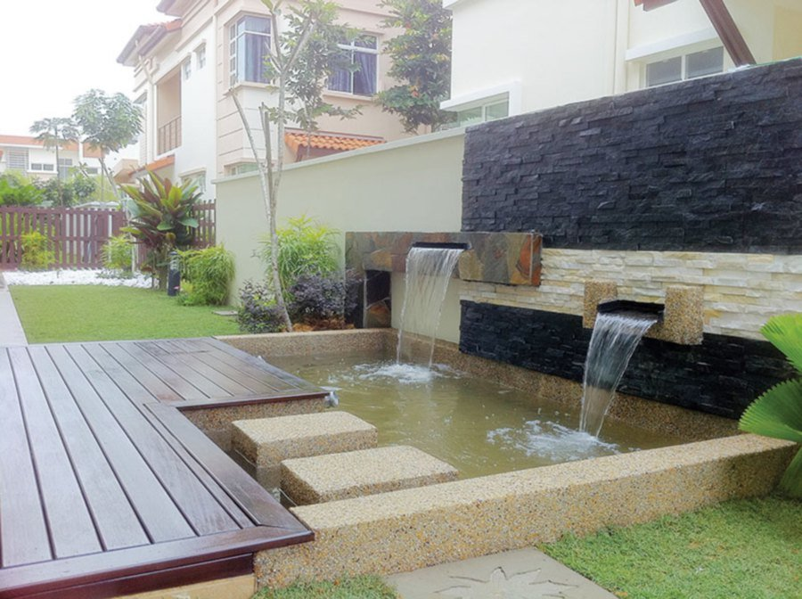 Backyard water fountains letting the good times flow for Garden pond design malaysia