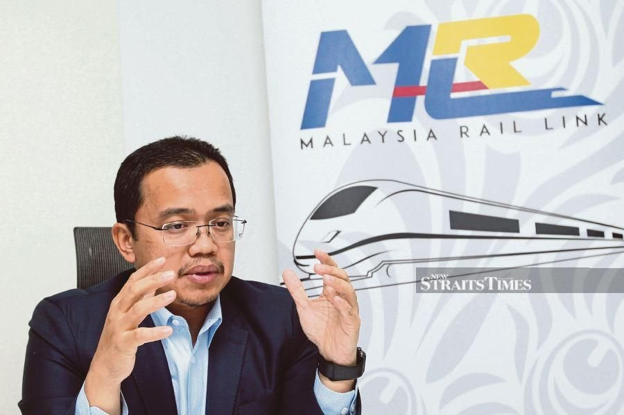 Malaysia Rail Link Sdn Bhd chief executive officer Datuk Seri Darwis Abdul Razak says the East Coast Rail Link will shorten travel time, ease the transport of cargo and stimulate new investments. PIC BY MAHZIR MAT ISA