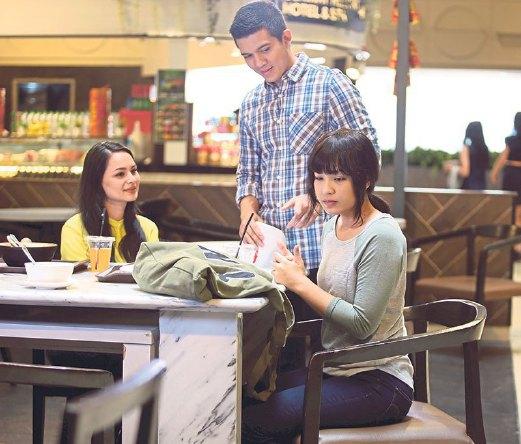 Janna, Izara and Irwansyah filmed a scene at Sunway Pyramid Hotel.