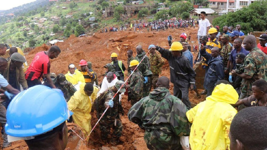 Rescue workers search for survivors after a mudslide in the Mountain town of Regent, Sierra Leone, August 14, 2017. Pictures taken August 14, 2017. Sierra Leone Red Cross/Handout via REUTERS