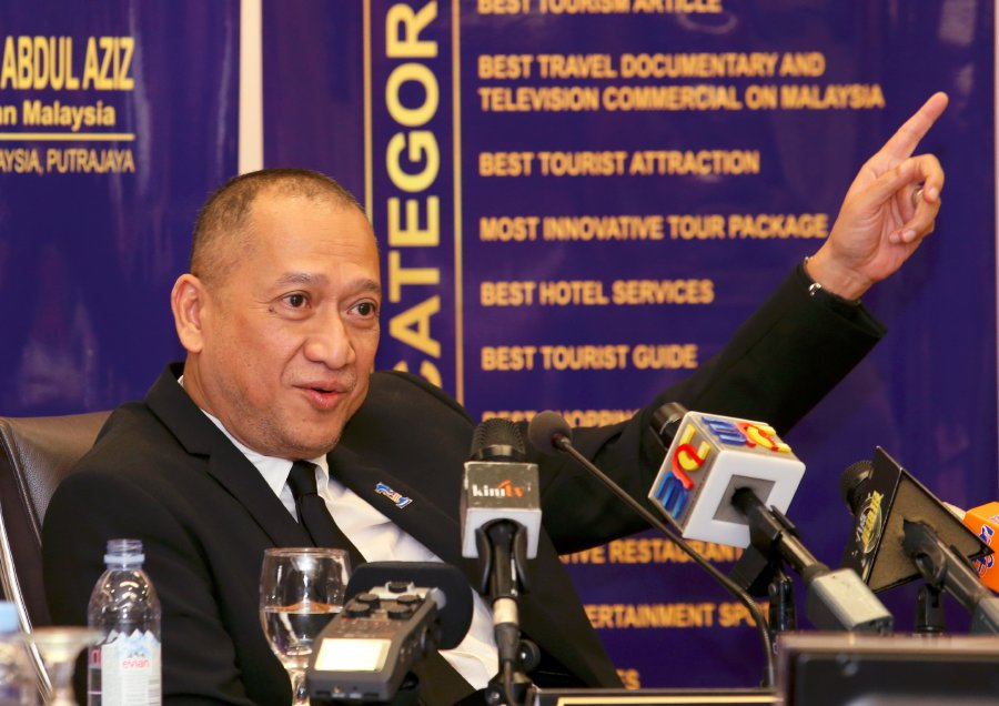 (File pix) Tourism and Culture Minister Datuk Seri Nazri Aziz says the offer by Maju Holdings Sdn Bhd to take over PLUS highways is a windfall for the country.