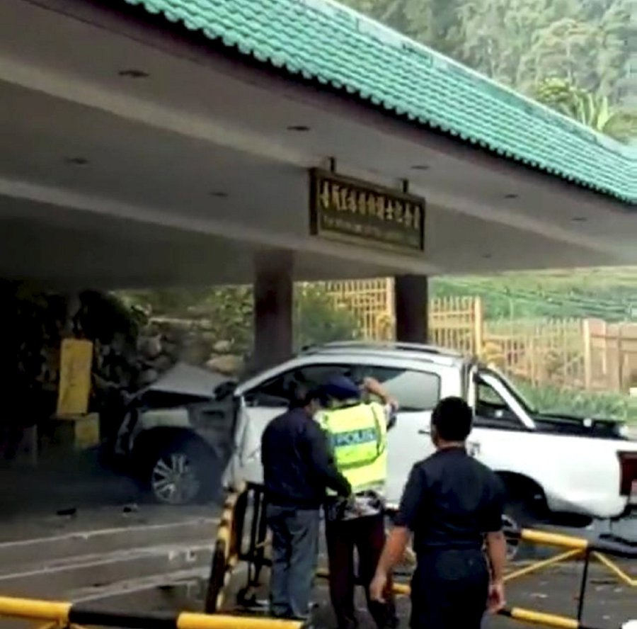 Man Crashes Pick Up Truck Into Lim Goh Tong Memorial Hall In Alleged Suicide Attempt