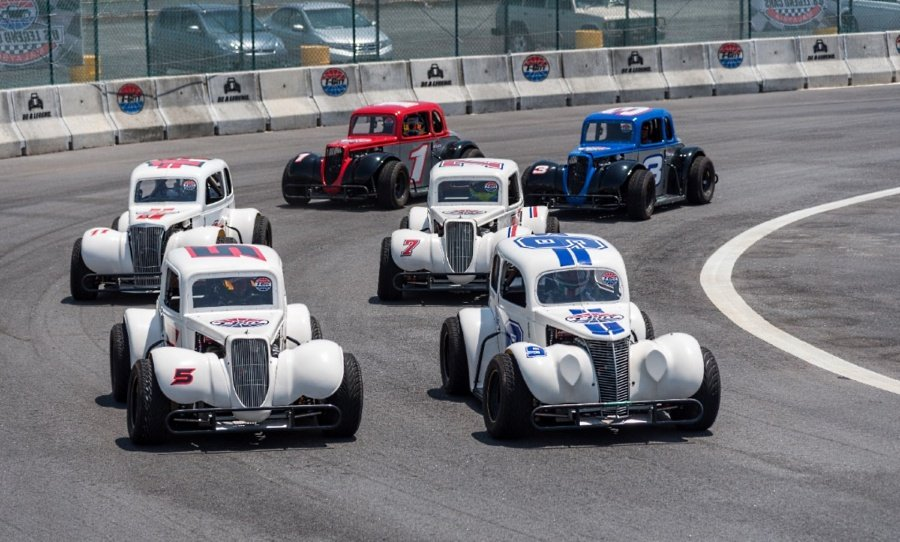 The Legend Car class has drivers competing in identical race cars with a minimum overall weight of 590kg, and powering a factory-stock Yamaha FJ1200 engine rated at 132 brake horse power.