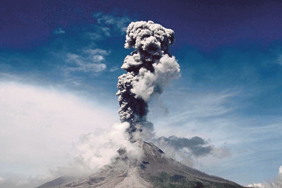 an introduction to the experience of viewing an erupting volcano Experience one of nature's most powerful wonders when you visit a volcano in hawaii plan your ideal vacation to the hawaiian islands.