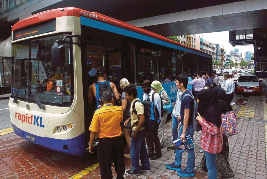 A RapidKL bus picking up passengers outside KL Sentral in Kuala Lumpur. (FILE PIC)