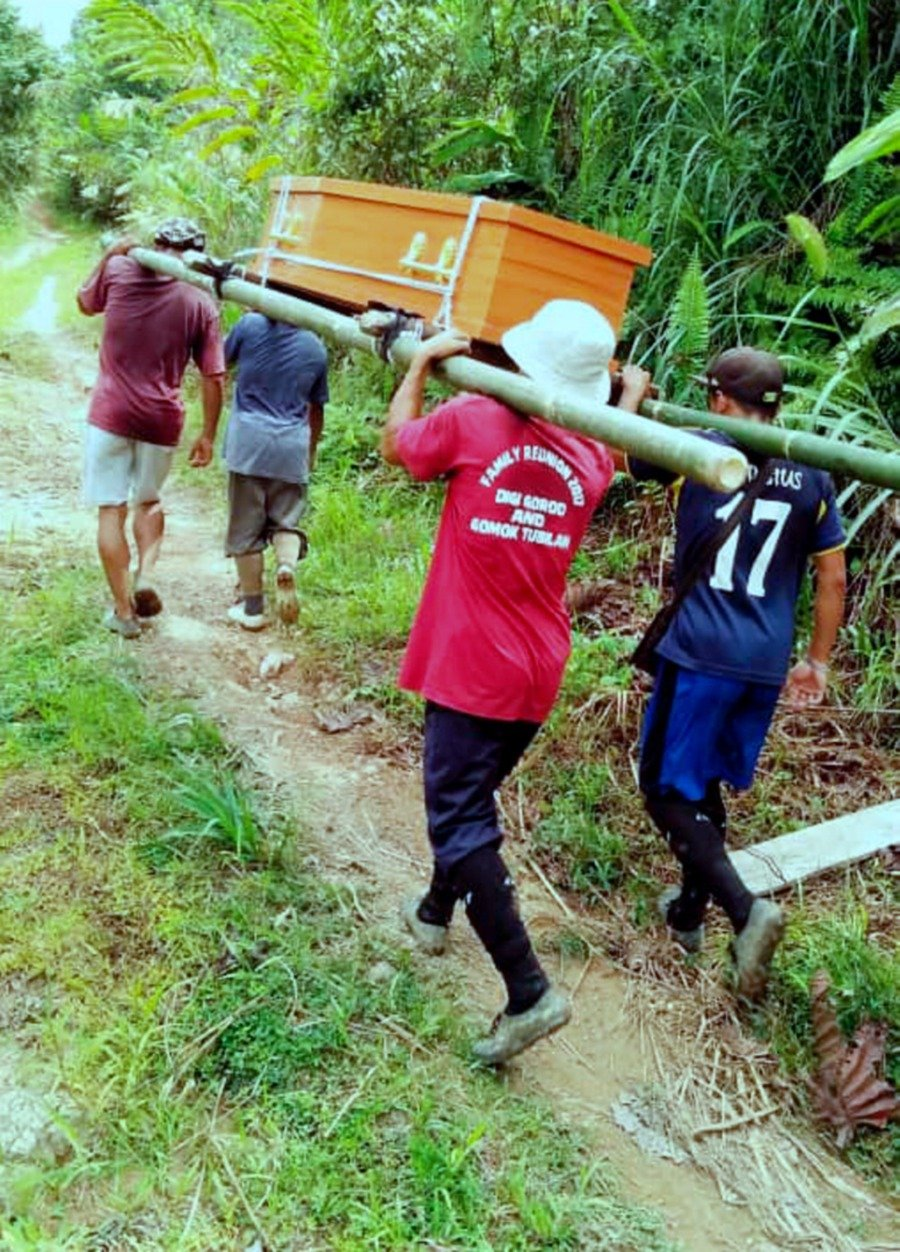 Villagers endure 4km walk with casket of dead woman on their