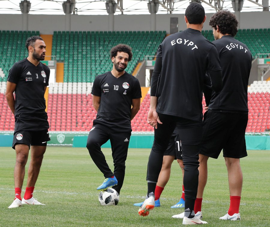 3ea91a0c47d (file pix) Egypt s forward Mohamed Salah (2nd-L) and Egypt s defender Ahmed  Elmohamady (L) attend a training session during the Russia 2018 World Cup  ...