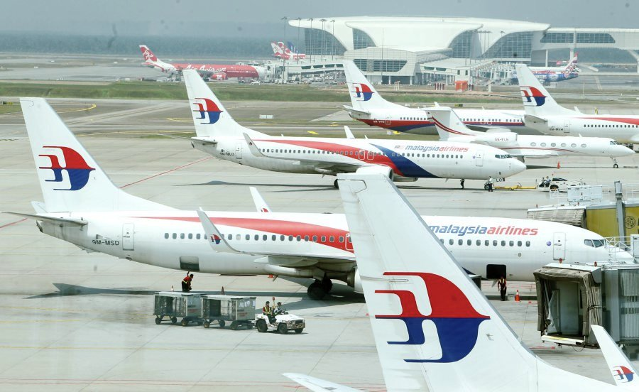 Malaysia Airlines first to track fleet with satellites