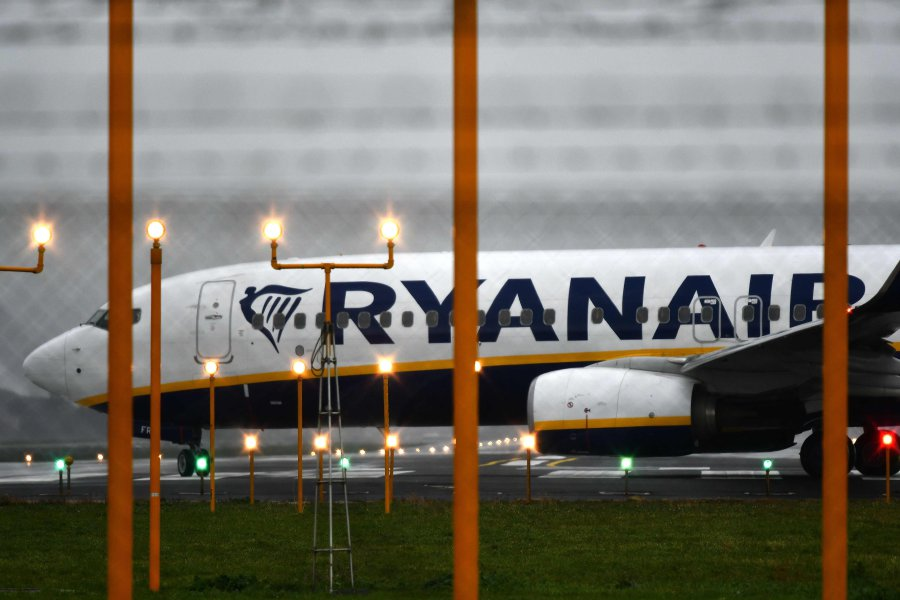 The union representing Ireland-based Ryanair pilots said on Sunday it had  agreed to talk with the no-frills airline but warned that the meeting could  be too ...