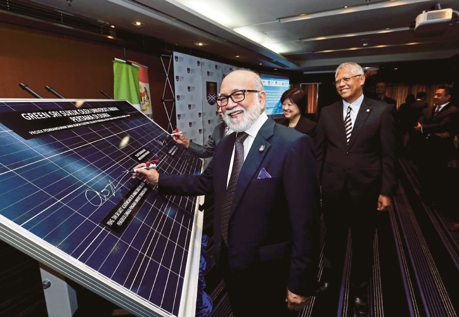 (Universiti Teknologi Mara (UiTM) will be the first higher learning institution in the world to develop a 50MW large scale solar photovoltaic plant in Gambang, Pahang, once it is completed. (Pix by AHMAD IRHAM MOHD NOOR)