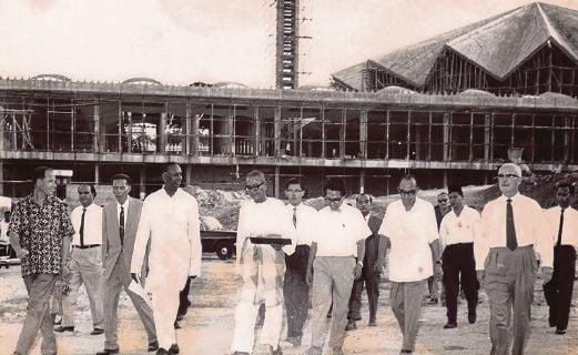 The site inspection of Masjid Negara by Tun V. T. Sambanthan (fourth from left) and Tunku Abdul Rahman.