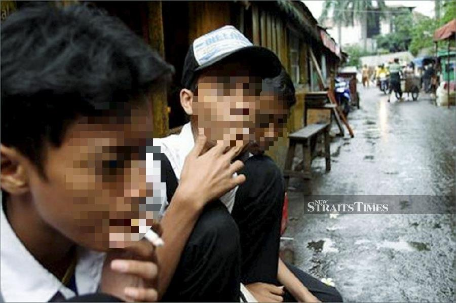 The Consumers' Association of Penang (CAP) has urged the government to expedite efforts to eradicate smoking habit amongst Malaysians, especially youths. - NSTP File pic