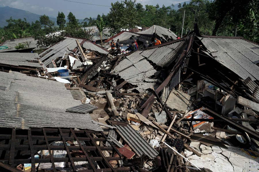 2 killed in Indonesia quake