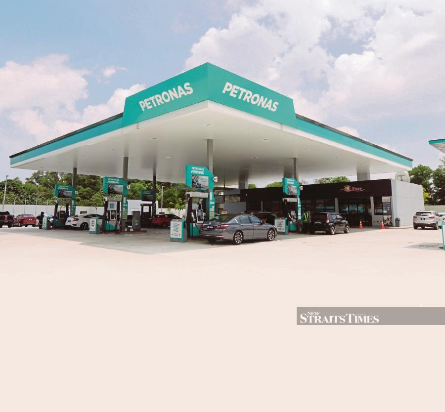 Fitch Ratings expects Petroliam Nasional Bhd to maintain its SCP at 'aa-' with a sustained, but narrowing, net cash position. NSTP/PETRONAS