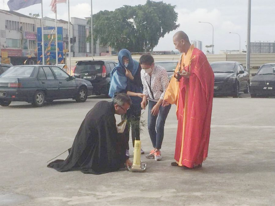 JB petrol station murder: Victim's wife performs special prayers at