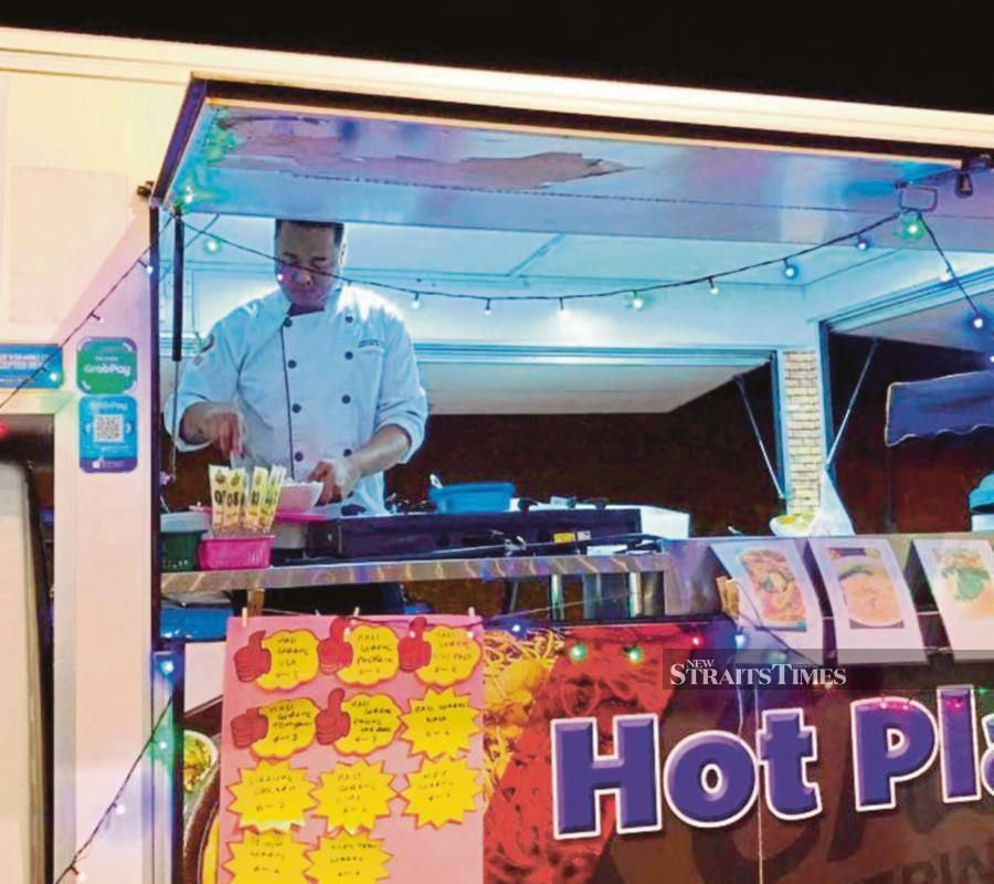 Chef Shah, owner of the Hot Plate food truck in KotaSaS, Kuantan, says poor Internet coverage may hamper the e-wallet payment system.