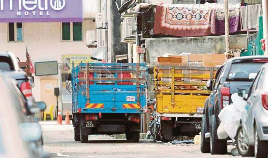 Illegal recycling centre still at it | New Straits Times