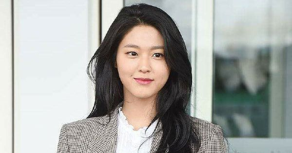 "#Showbiz: Heart-stopping ""semi-nude"" photo of K-Pop singer Seolhyun?"