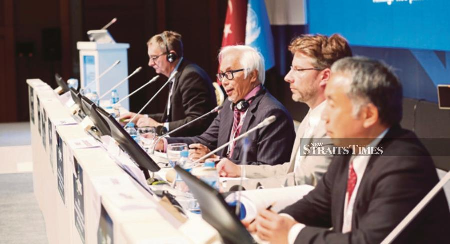 Chairing the 121 member nations of the Intergovernmental Platform on Science-Policy Advice on Biodiversity and Ecosystem Services was one of Zakri Abdul Hamid's (second from left) key contributions in bridging scientists and policy makers.