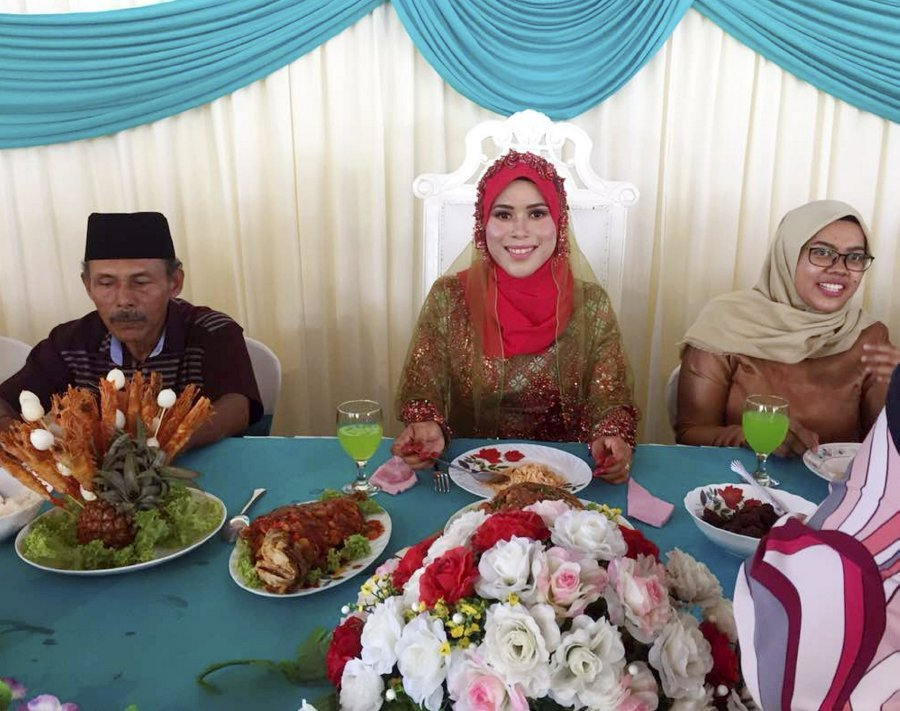 Bride Undergoes 'Bersanding' Alone After Fireman Husband's Leave Rejected