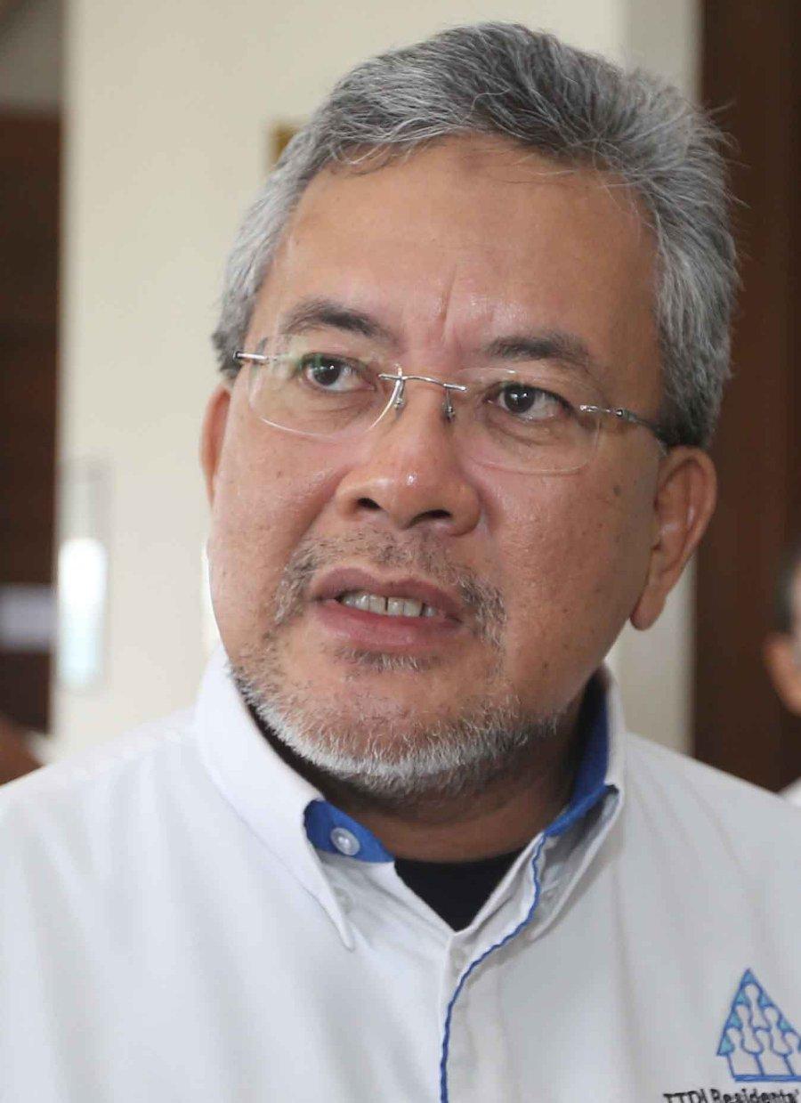 (File pix) The RA's chairman Abdul Hafiz Abu Bakar said Federal Territories Minister Datuk Seri Tengku Adnan Tengku Mansor was present at the ministry's Bicara Rakyat 2017 townhall meeting on Nov 3. (pix by MOHD YUSNI ARIFFIN)