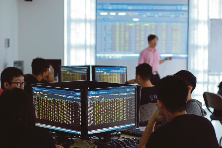 Equipped with real-time share market simulator software, students have the opportunity to gain hands-on training on share market trading.