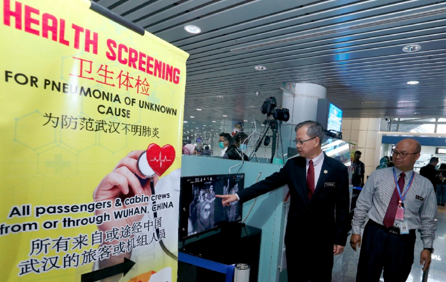 Deputy Health Minister Dr Lee Boon Chye visited the KLIA airport and checked on the situation at the thermal scanners placed at the arrival terminal following the outbreak of a mystery coronavirus in China. -NSTP/Ahmad Irham Mohd Noor