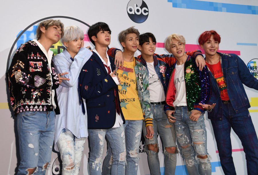 Boy band BTS poses in the press room at the 2017 American Music Awards, on November 19, 2017, in Los Angeles, California. (AFP PHOTO)