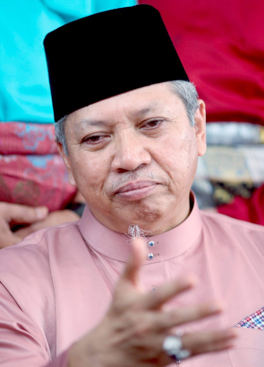 loyalty-to-party-before-leaders-annuar-reminds-umno-members