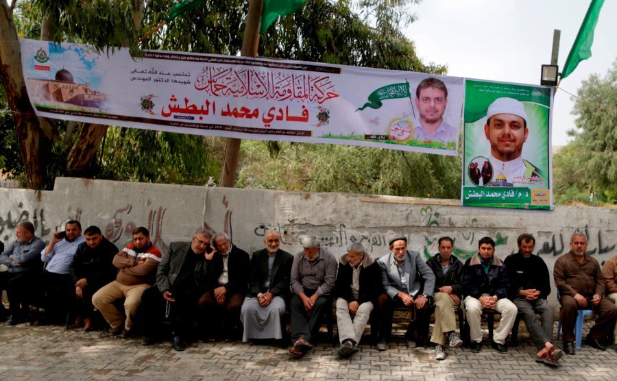Mourners at sendoff for Hamas rocket expert's body call for revenge