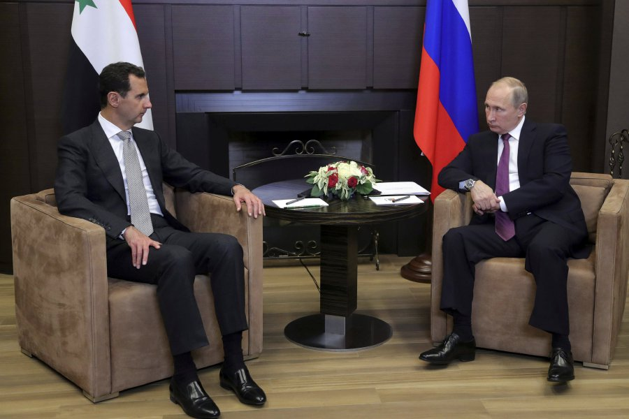 Russian President Vladimir Putin (R) meets with Syrian President Bashar al-Assad in the Black Sea resort of Sochi, Russia November 20, 2017. Picture taken November 20, 2017. (REUTERS)