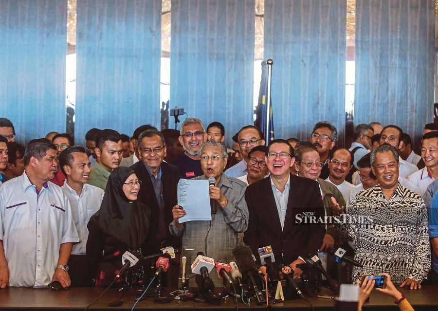 Pakatan Harapan chairman Tun Dr Mahathir Mohamad with other PH leaders a day after the historic May 9, 2018, general election. The top six PH leaders are scheduled to meet at 8.30pm today for a pre-presidential council meeting. -NSTP/File pic
