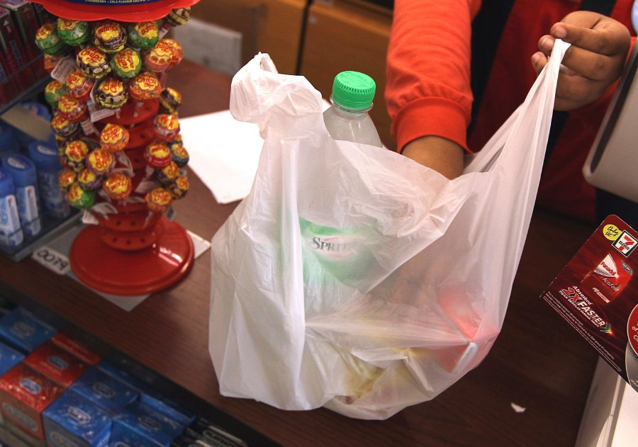 'People In Selangor Should Be Rewarded 20 Sen For Using Own Bag For Shopping'