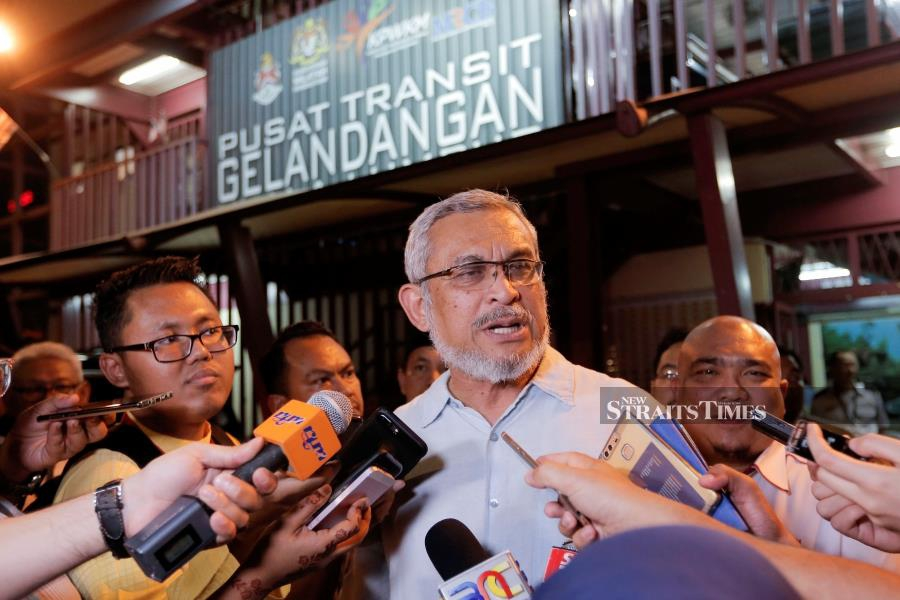 Federal Territories Minister Khalid Samad has hit back at Datuk Seri Najib Razak, saying that the former prime minister had failed the people of Kampung Baru as no offer was made to them at all during the previous government. - NSTP/AIZUDDIN SAAD