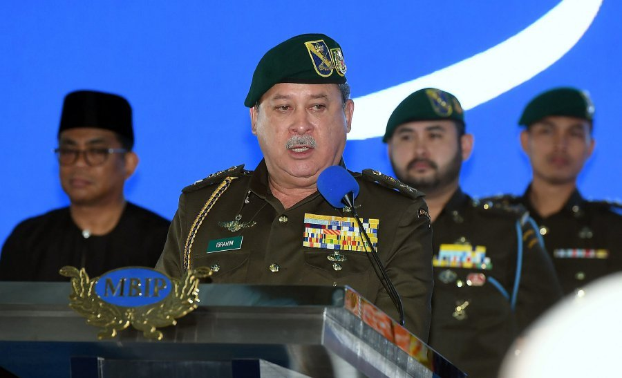 Sultan of Johor Sultan Ibrahim Sultan Iskandar today voiced his concerns over the power struggle between Malay leaders, which he said could divide and weaken the Malays. (Bernama photo)