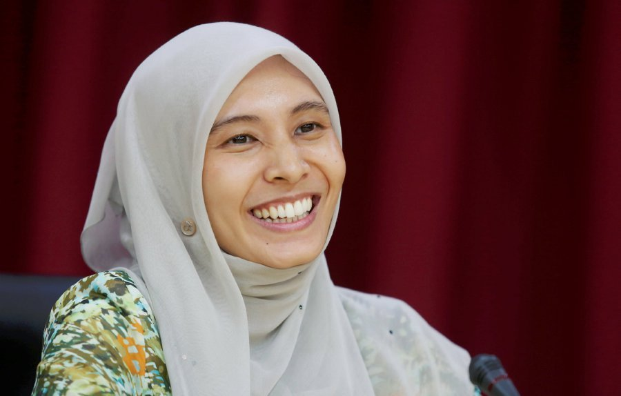 File Pix Nurul Izzah A Fan Of Radiohead Tweeted At Pm Last Saturday That She Would Fulfil Her Promise To Have The Group Hold Its First Concert In The
