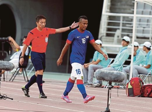 Malaysia's Zubir Azmi is sent off during the match against Saudi Arabia at the Goyang Stadium on Sunday.