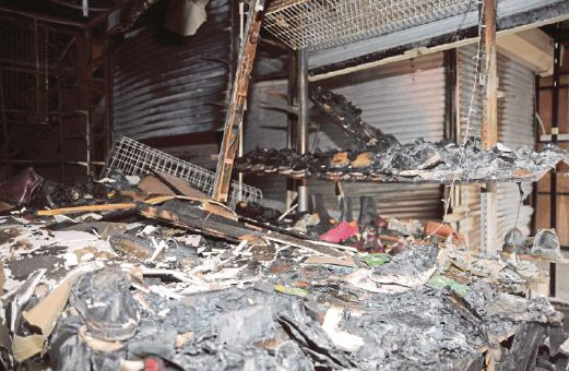 A food stall that was destroyed in a fire in Uptown Section 24 on Oct 15. Pic by Faiz Anuar