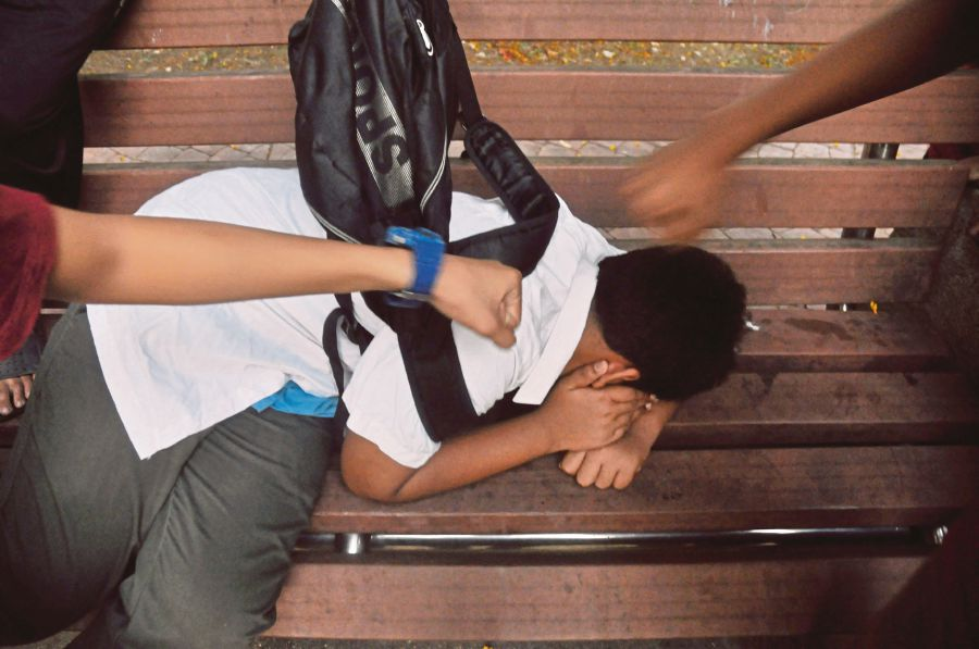 bullying among teenagers Helping teenagers to cope with bullying in 2009, the cork city comhairle na nÓg completed a survey among teenagers between 12 and 18 years.