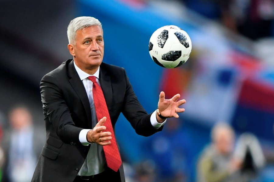 Switzerland's Bosnian-Herzegovinian coach Vladimir Petkovic catches the ball during their Russia 2018 World Cup Group E football match between Serbia and Switzerland at the Kaliningrad Stadium in Kaliningrad on June 22, 2018. AFP PHOTO
