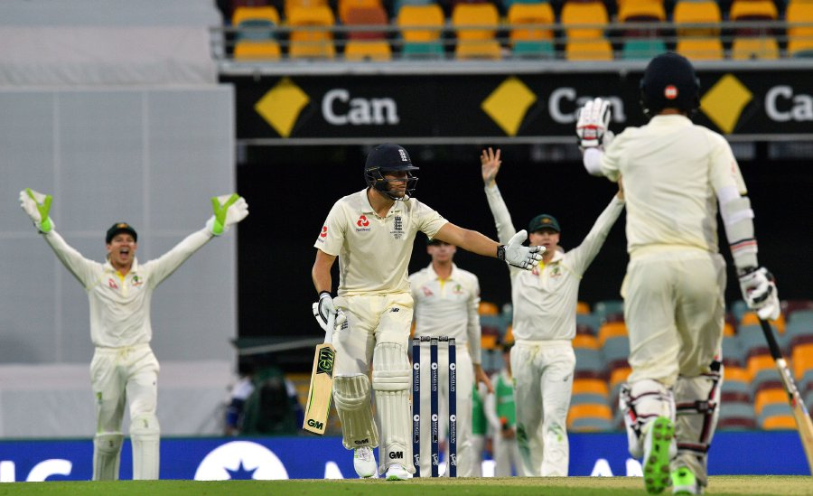 England's Dawid Malan (centre) reacts to an unsuccessful leg-before-wicket appeal against him off the bowling of Australia's Mitchell Starc on the first day of the first cricket Ashes Test between England and Australia in Brisbane. AFP