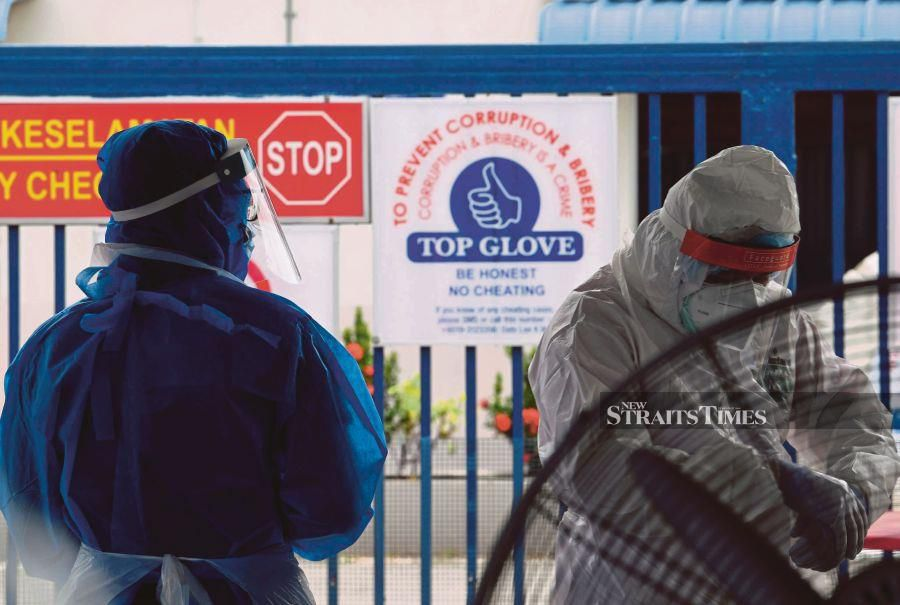 The temporary closure of 28 Top Glove Corp Bhd factories in Selangor is likely to push the company and industry average selling prices (ASPs) higher on potential supply disruption, Kenanga Research said.-- fotoBERNAMA (2020) HAK CIPTA TERPELIHARA