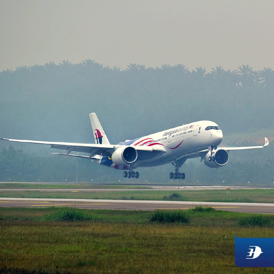 Malaysia Airlines' second Airbus A350-900 (XWB) aircraft touches down at the Kuala Lumpur International Airport. Pix source: Facebook/Malaysia Airlines.